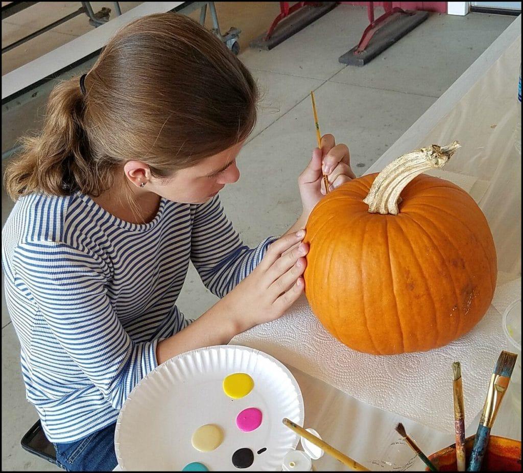 kids painting pumpkins