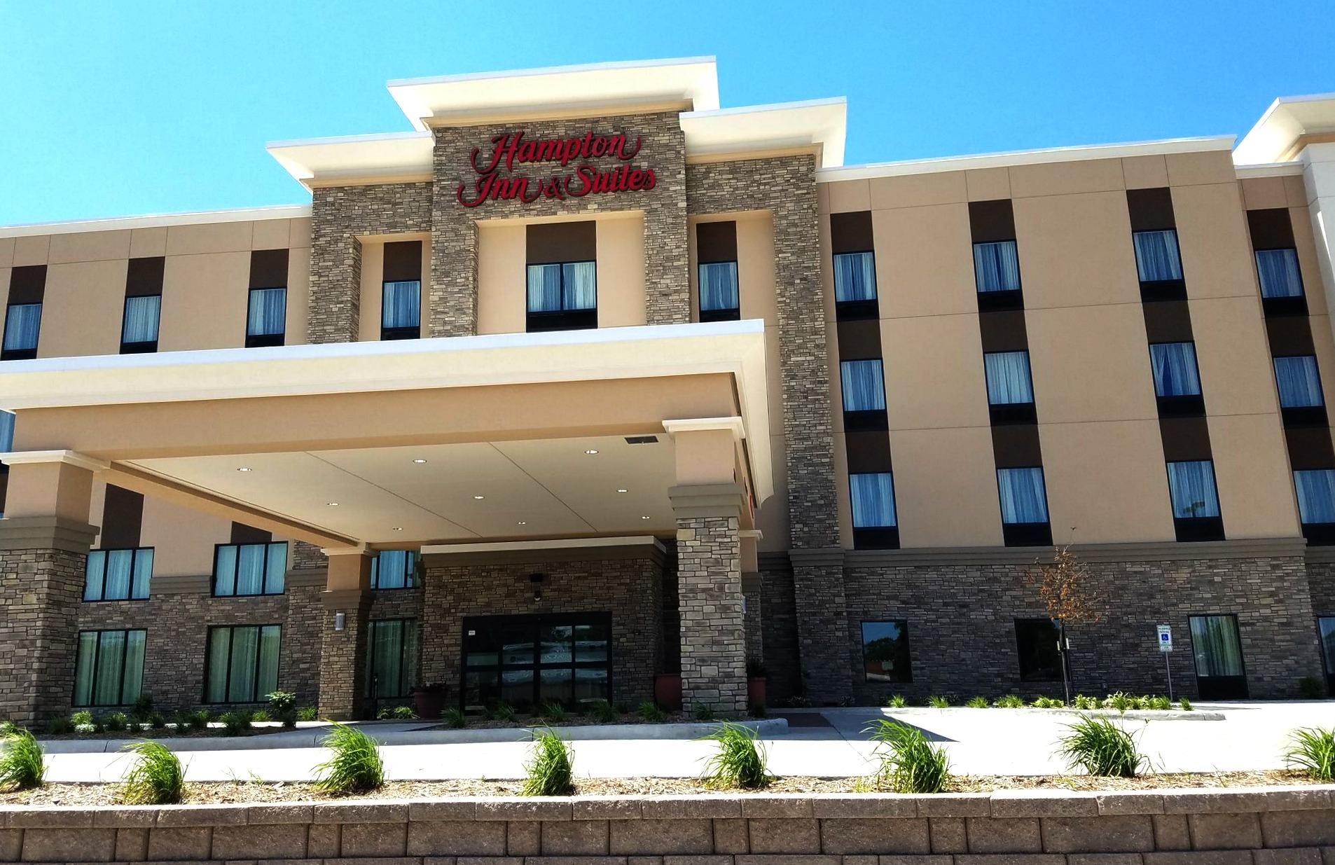 Hampton Inn & Suites Brightens Mason City, Iowa