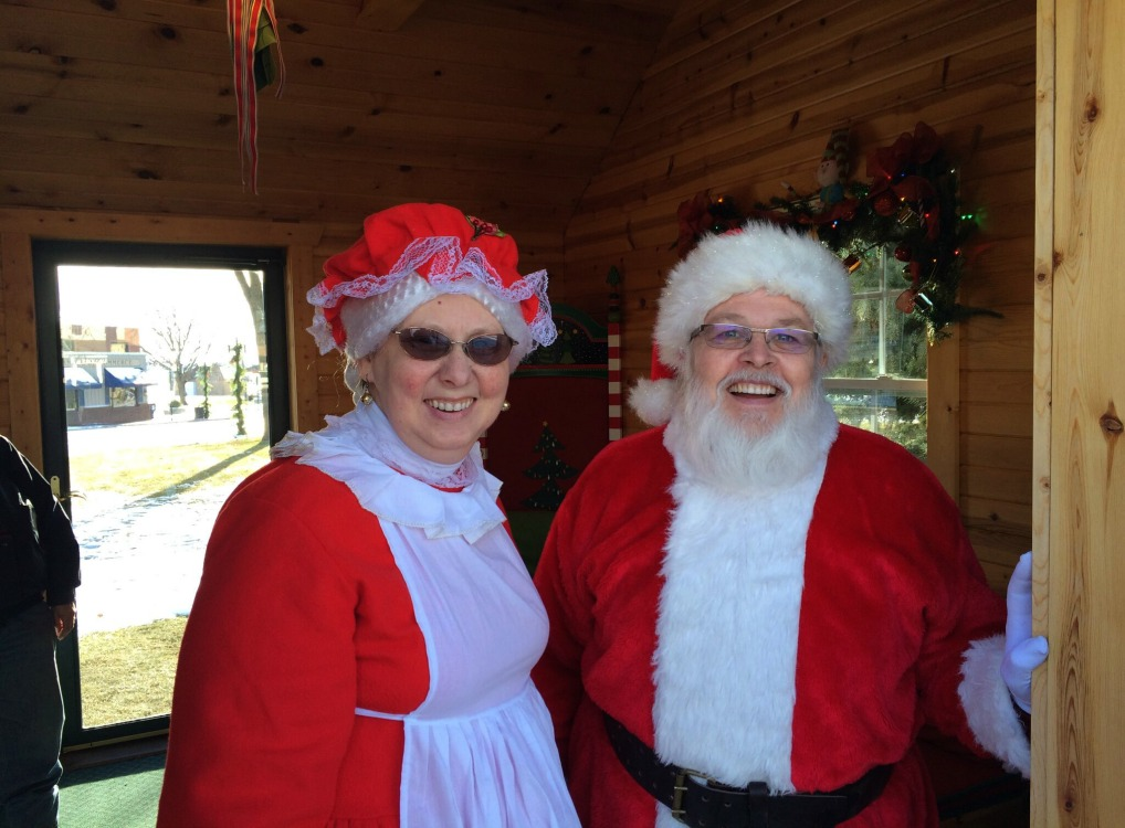 Mr and Mrs Claus Featured Image