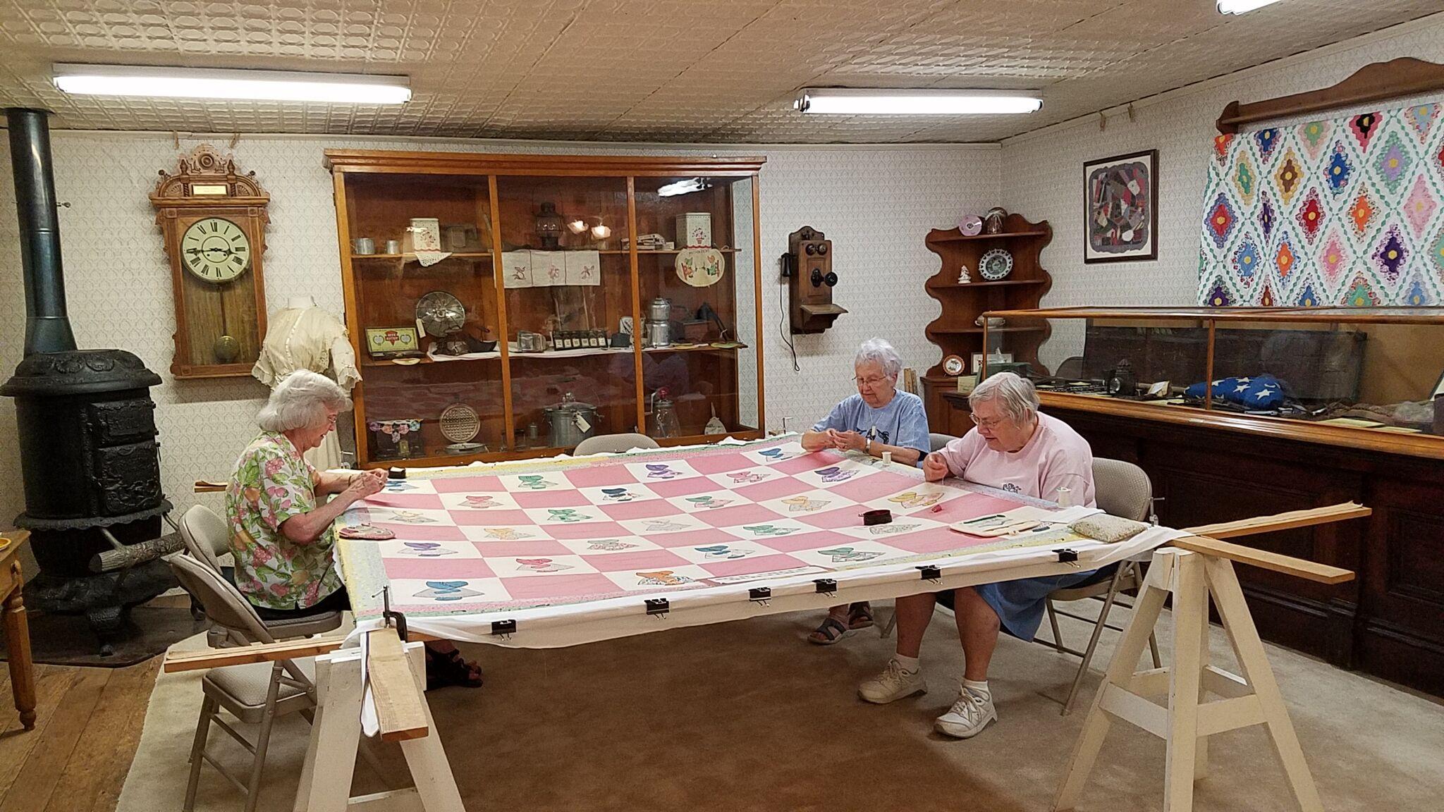 Kansas dickinson county abilene - Ladies Quilting Abilene Kansas I Love How Dickinson County