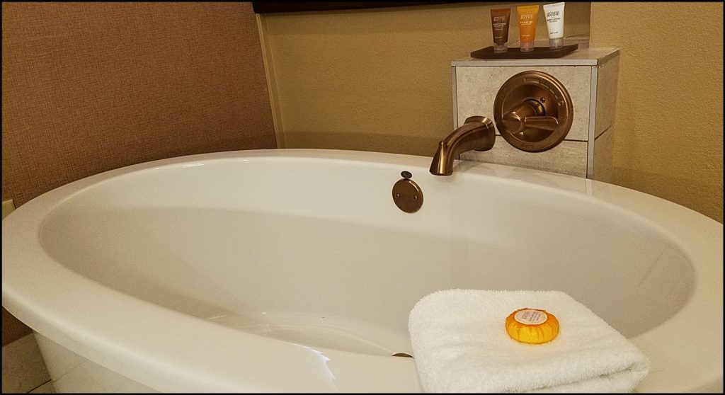 soaking tub Chickasaw Retreat