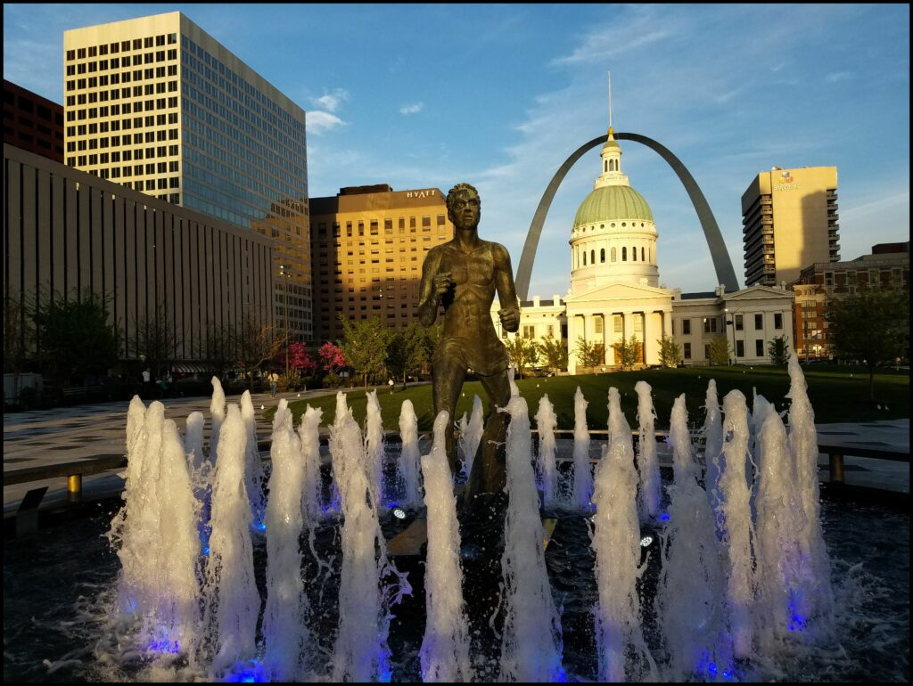 Courthouse Lawns Gateway Arch