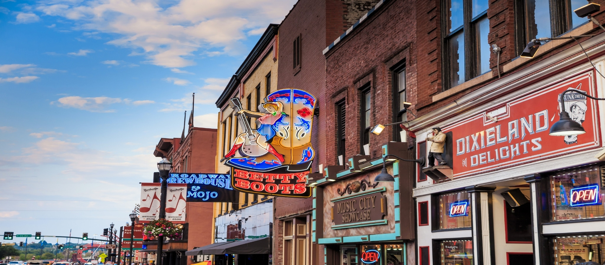 Nashville, Tennessee: Where To Stay & Play